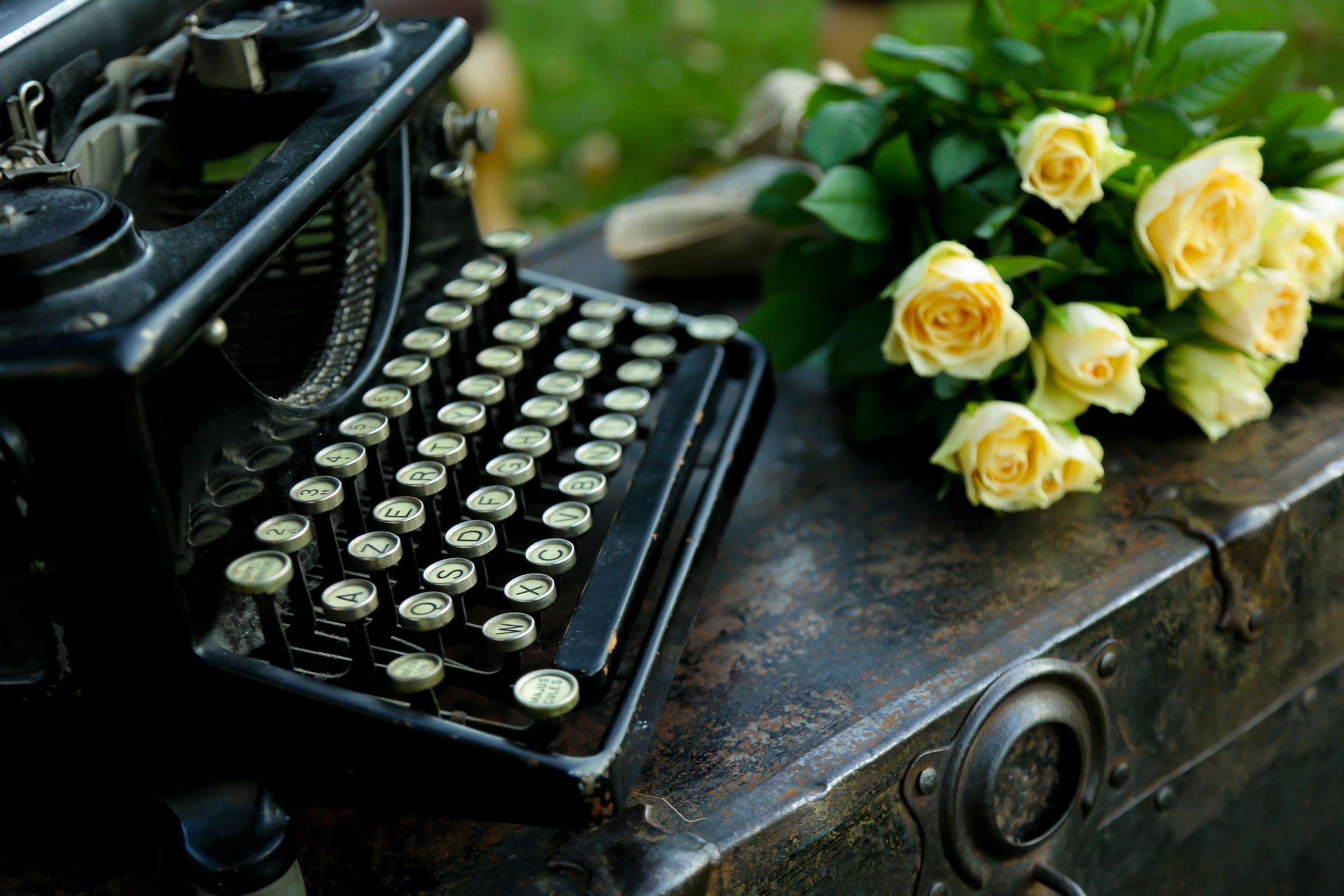 La machine crire ancienne mariage vintage for Objets decoratifs salon