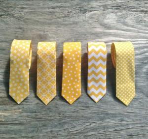 dress code pour un mariage vintage moutarde